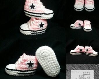 Baby converse- crochet baby booties- crochet baby converse- chuck taylor