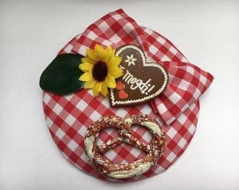 Fascinator Oktoberfest Bavaria measure pretzel loop Germany