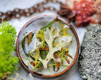 Real moss necklace, terrarium necklace, resin jewelry, botanical jewelry, nature inspired, boho necklace, nature pendant