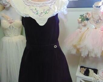 Vintage 1960s-1970s Black Velvet Demure Little Mini Dress with Embroidery Detail sz 10 Mod Twiggy Vintage