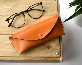 Chestnut vegtanned leather glasses case, Glasses case in chestnut color