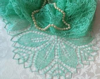 Ажурная летняя  льняная вязаная шаль   Delicate summer linen knitted shawl