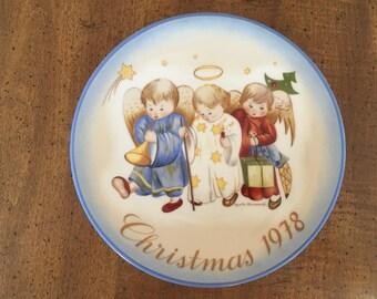 Schmid Heavenly Trio Plate Christmas 1978 by Sister Berta Hummel