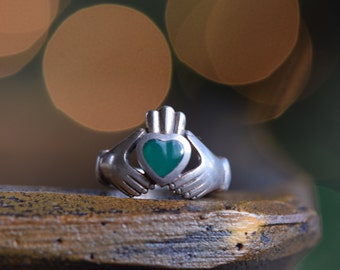 Green Stone Heart Irish Claddagh Wedding Ring, 925 Silver, US Size 6.0, Vintage Jewelry