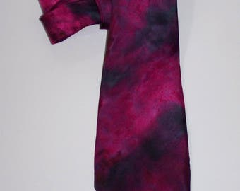 handpainted Silktie in magenta and black, (ca. 4'' x 55'') , silk, one of a kind, wearable art, unique, tie, accessoire for men