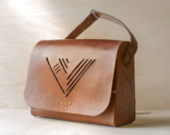 Leather bag with wooden sidewall