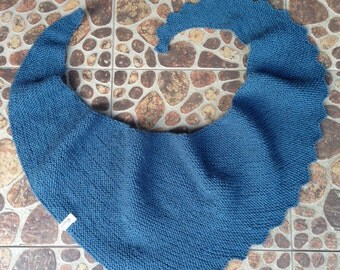 Knit Scarf / Triangle Knit Scarf / Women's Knitted Scarf