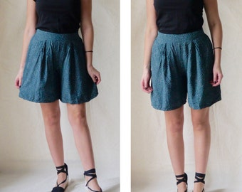 80's high-waisted shorts with white dots / Green vintage shorts / Emerald retro shorts / Size Small