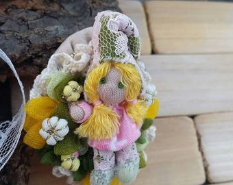 Brooch fairy of spring, cameo fairy, spring fairy, daisies fairy, flowers fairy, miniature doll brooch, lucky charm brooch, gnome brooch.