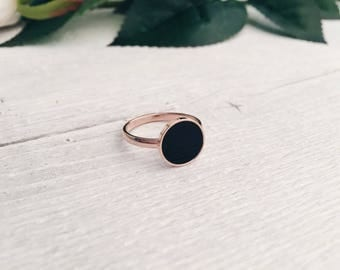 Minimalist Ring with Black Circle Charm | Rose Gold Ring with Round Charm in Black Titanium Jewellery