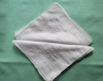 Pair of Dainty Vintage Embroidered Floral Linen Handkerchief 1940/50s