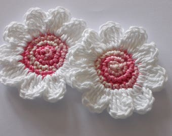 2 large crocheted flowers - 6.5 cm