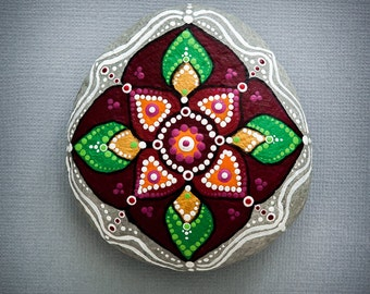 Sacred Mandala Stone 'Festive Leaves'