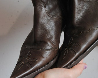 Vintage womens leather shoes 1990s 1980s boots