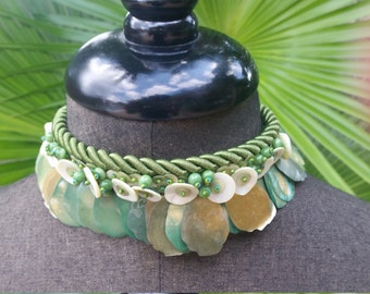 Green choker mother of pearl