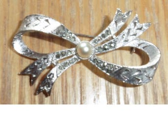 Vintage Silver Plated Bow Brooch with Faux Pearl