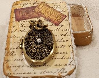 altered tin art, trinket box, jewelry box for her, vintage style treasure keepsake box, handmade Christmas gift idea, stocking stuffer