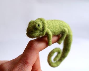Needle felted chameleon, Green chameleon, Chameleon miniature, Animal miniature