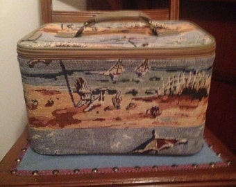 Vintage J Garden beach print tapestry train case