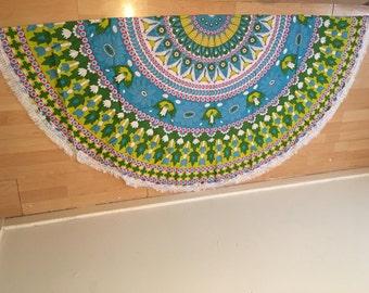 Round mandala tapestry throw