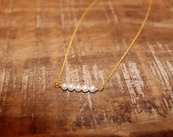 Five Pearl Necklace. Beaded Pearl and Gold Necklace