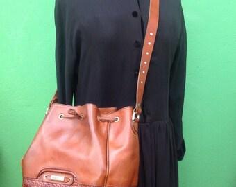 90s leather Bucket/Bucket/Made in Italy//intreciato//Bucket shoulder bag years 90s. Hippy boho bag