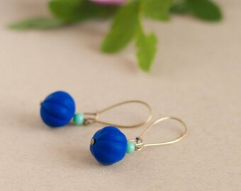 Pendant earrings made of vintage beads, blue and turquoise