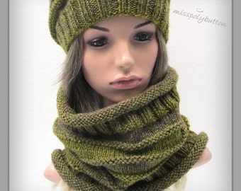 Knit cowl - green slouchy cowl - hand knitted cowl - infinity loop - ribbed cowl- knitted scarf - womens cowl
