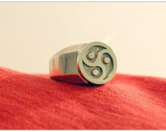 Triskele BDSM Signet Ring, Sterling Silver, Black Oxidized Centre, for Men, Masculine, Universal for Dom, Sub & Switch