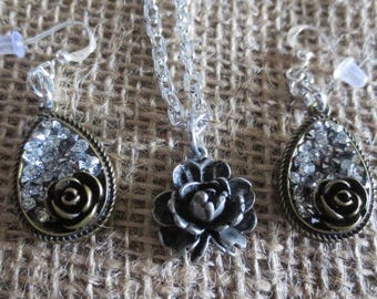 CLEARANCE!  Pretty rose necklace and earrings set