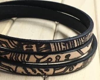 Bracelet leather printed beige and black Africa.