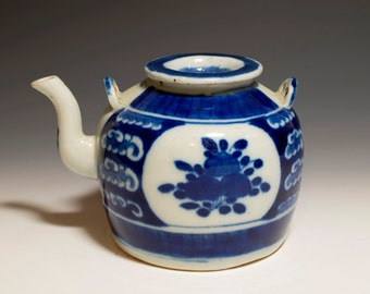 Beautiful Chinese Antique 19th Century Qing Dynasty Blue and White Porcelain Teapot