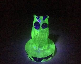 Uranium/Vaseline Green Owl Flower Frog /Green Owl Figurine / Glass Owl Figurine / Uranium Owl / Vaseline Owl