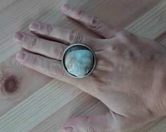 Small sea-based stone ring. Adjustable