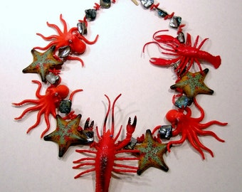 Necklace sea, lobsters, octopuses, starfish