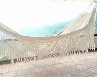 White Hammock, king size. Outdoor hammock. Hand Woven.  Soft Cotton hammock with Bell Fringe Crochet. Venezuela patern.