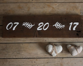 Save the Date Sign - Wedding Date Sign - Save the Date Photo Prop - Wedding Gift - Rustic Wedding - Rustic Decor - Engagement Gift