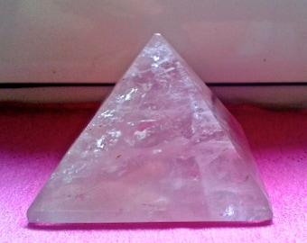 Roze Quartz pyramid