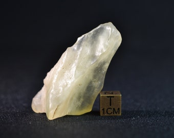 Libyan Desert Glass - LDG - Top quality - Fantastic shaped specimen - different colors - one part translucent the other white - 20.7 g