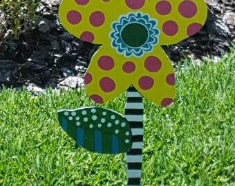 Fun Yard Art Daisy!