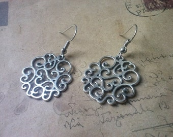 Round ornament earrings ~ silver ~
