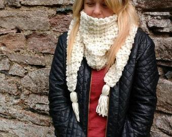 Ladies crochet super chunky V scarf