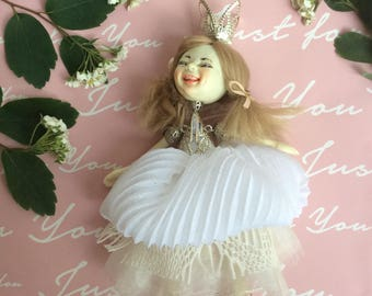 Little Princess Girl Blonde Miniature Collectible Doll OOAK Miniature White Dress princess Emotional Doll BJD doll dollhouse miniature