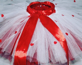 Queen of Hearts Tutu-Tulle Tutu-Red and White Tutu-Red Felt Hearts-Cake Smash- Birthday Outfit-Valentines-Love Theme-Full Tutu Skirt-Cute