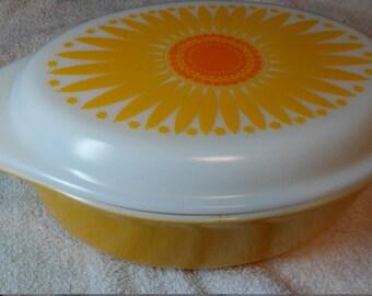 Pyrex Daisy 045 2.5qt casserole