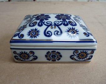 White procelain trinket box