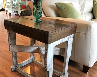 End table/Pallet end table/table/Farm table/Rustic/Distressed/Repurposed