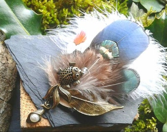 PIN bronze fish and natural feathers