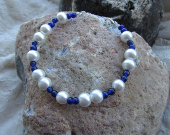 Glass and glass pearl beads bracelet blue/white