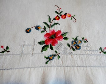 Vintage Embroidered Flower Pillowcase